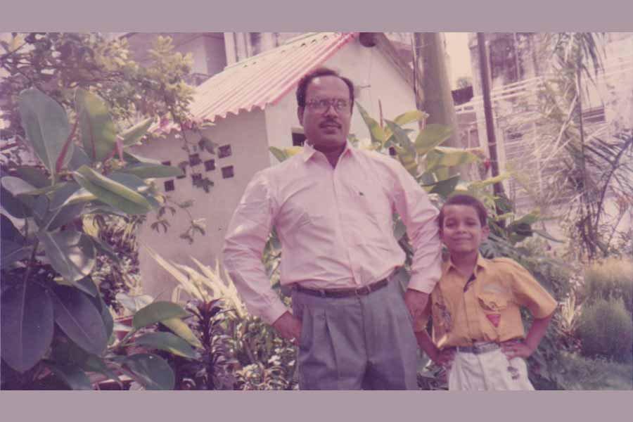 Ashish Verma Childhood Photo with His Father Raj Kamal Verma