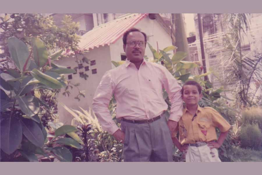Ashish Verma Childhood Photo with His Father Raj Kamal Verma