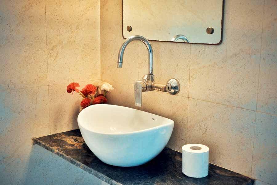Varanasi Hostel Superior Double Room Bathroom